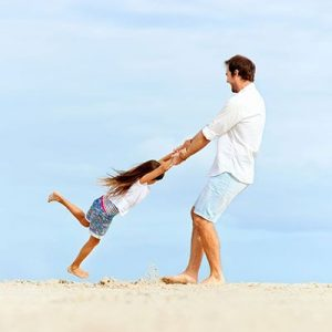 Father-playing-with-daughter-on-beach-123RF-18787774_ml-400x400px